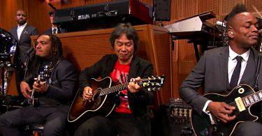 Shigeru Miyamoto et les Roots en live jouent super mario