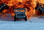 explosion en chaîne de voitures militaires