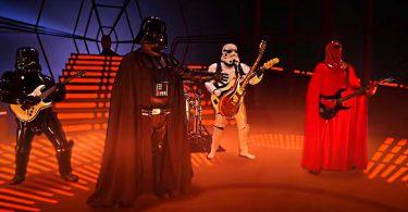 vador utilise la force pour faire venir une guitare