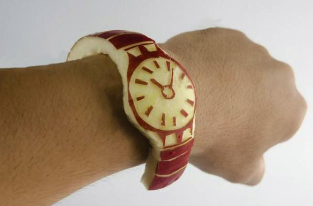 pomme scupltée en montre