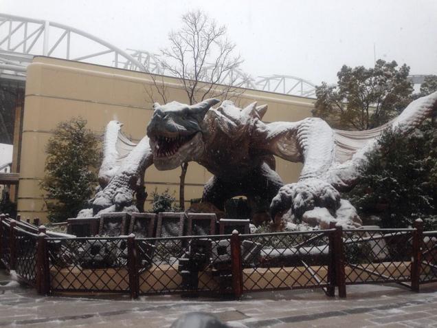 statue de dragon sous la neige