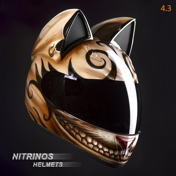 casque geek de moto avec oreille de chat