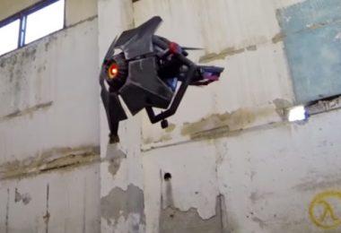 le drone half life 2 fait par un russe dans un décor d'usine désafecté