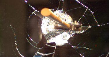 Destruction d'un miroir filmé en 120000 images seconde