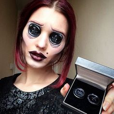 une femme sans yeux
