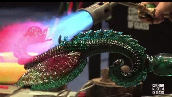 un dragon de verre souflé facon murano